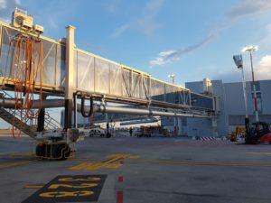 """Read more about the article Installazione di 2 Pontili di Imbarco e impianti di piazzola presso Aeroporto """"Marco Polo"""" di Venezia"""